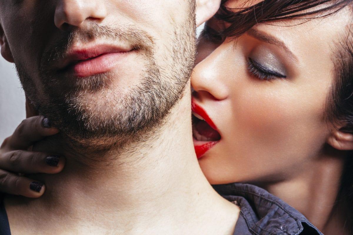мужик целует картинки часто бывает